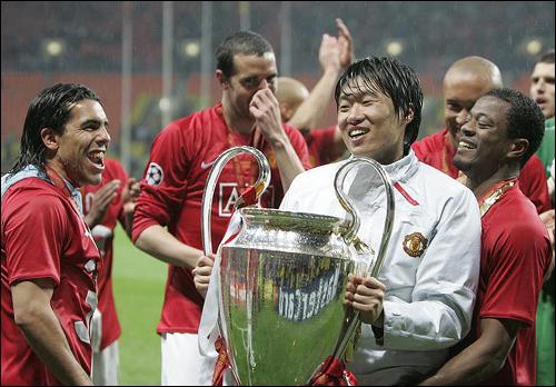 The Three Amigos: Evra & Tevez celebrate Park Ji Sungs birthday
