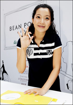 Actress Kim Hee-sun made her first official appearance on Tuesday after ...