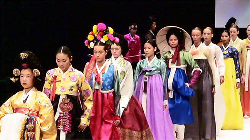 Beauty Of Hanbok Presented At Paris Fashion Show