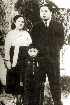 Young Kim Jong-il (about six years old) poses for a picture in the summer of 1948 in Pyongyang with his father Kim Il-sung and his mother Kim Jong-sook, who died in 1949.