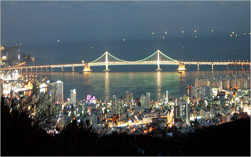 A U-Disaster Prevention system is being installed in Gwangan Grand Bridge in Busan.