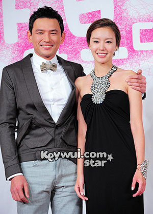 Hwang Jung-min (left) and Kim A-joong