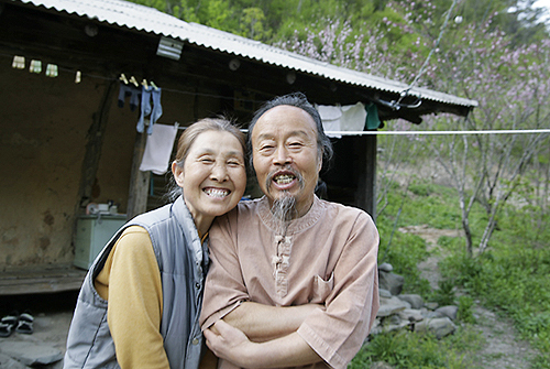 Rhee Young-gwang (right) and his wife, Park An-ja
