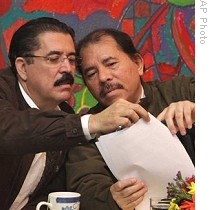 Ousted Honduras President Zelaya (left) and Nicaraguas President Ortega read final declaration of ALBA summit in Nicaragua on June 29, 2009.