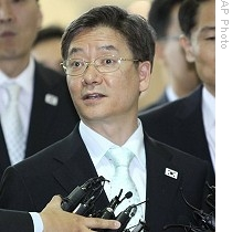 South Korean chief delegate Kim Young-tak, before leaving Kaesong at transit office in Paju, near border village of the Panmunjom on July 2, 2009.