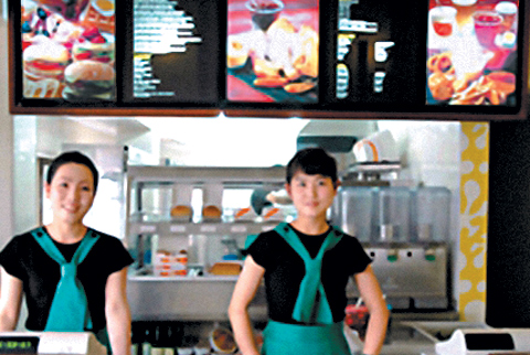 This Choson Sinbo photo shows two North Korean women serving at a fast-food restaurant that opened in Pyongyang. /Choson Sinbo-Yonhap