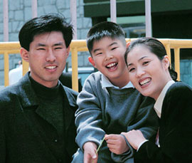 From left, An Jae-hyung, his son Byeong-hun and wife Jiao Zhimin (file photo)