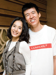 Jung Hye-young (left) and Sean