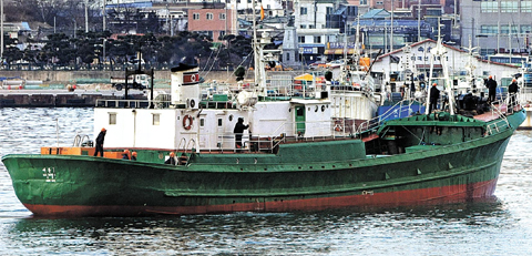 A North Korean ship approaches Sokcho port in South Korea on Wednesday, the same day when the North fired artillery shells into waters along the Northern Limit Line. /Yonhap