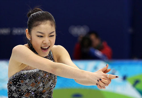 Kim Yu-na finishes her performance with an action inspired by the James Bond title sequence in the ladies figure skating short program at the Vancouver Olympics on Tuesday. /Yonhap