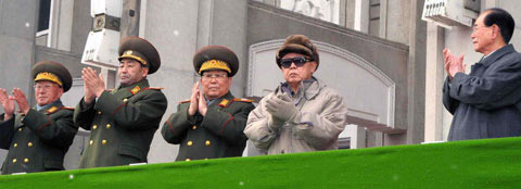 North Korean leader Kim Jong-il applauds at a mass rally celebrating the dedication of the February 8 Vinalon Complex in Hamhung, South Hamgyong Province on Saturday. /[North] Korean Central News Agency-Yonhap