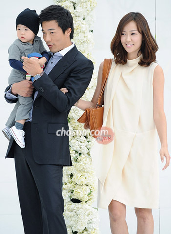 kwon sang-woo (left) and son tae-young