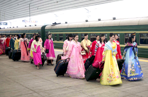 An ensemble of North Koreas Phibada Opera Troupe transfer to a train bound for Beijing at the railway station of Dandong in Chinas Liaoning Province on Sunday. The troupe is to stage a North Korean adaptation of the Chinese classic