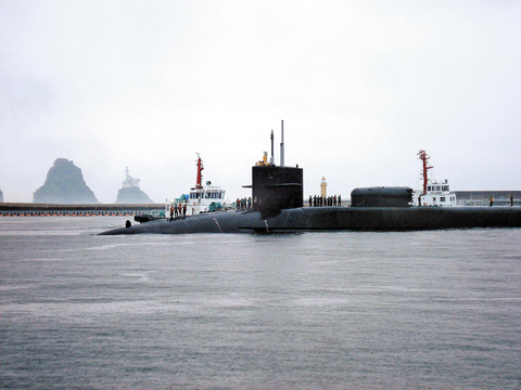Pilot boats guide the U.S. nuclear-powered submarine Michigan to Busan on June 28. /Courtesy of the website of the U.S. Navy