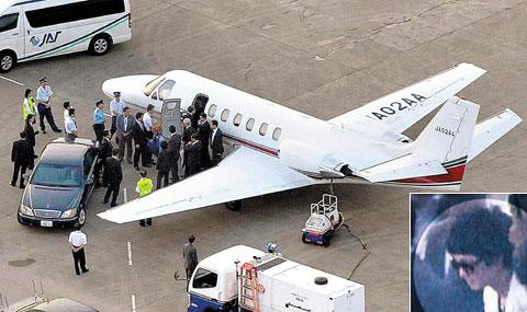 KAL Bomber Gets RedCarpet Treatment In Japan  The Chosun Ilbo English Edit