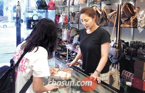 Second-Hand Luxury Goods Market Thrives - The Chosun Ilbo (English ... f71054dfbc
