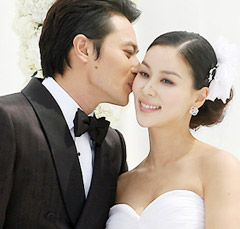 Jang Dong-gun (left) and Ko So-young