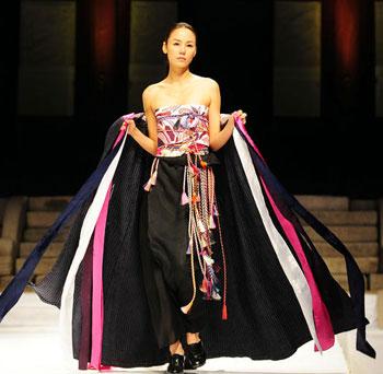 Models walk the catwalk at a hanbok fashion show at changgyeong palace
