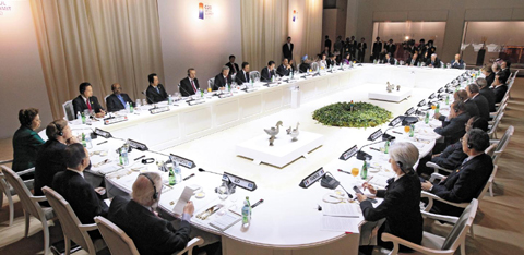 Heads of state and leaders of world organizations attend their first meeting of the G20 Summit at the National Museum of Korea in Yongsan, Seoul on Thursday night. /Yonhap