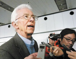 Siegfried Hecker, the co-director of the Center for International Security and Cooperation at Stanford University, talks to the press in Beijing on Nov. 13 after visiting North Korea. /AP-Yonhap