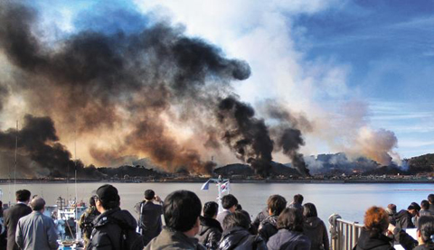 Thick smoke rises above Yeonpyeong Island on Tuesday afternoon. /Courtesy of a resident of the island
