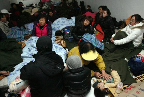 Residents of Yeonpyeong Island take refuge at a shelter following North Koreas attack on Tuesday. /Yonhap