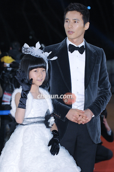 Kim Sae-rom (left) and Won Bin