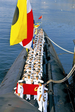 Chinese sailors take an oath on the deck of the Changcheng 200 submarine. /Peoples Liberation Army Daily