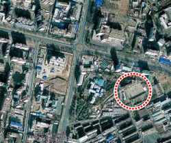 A spot behind Munhung Middle and High School (in red circle) in Pyongyangs Taedong River area where a defector says the North Korean Armys Guard Command has hidden tanks. /Courtesy of Google