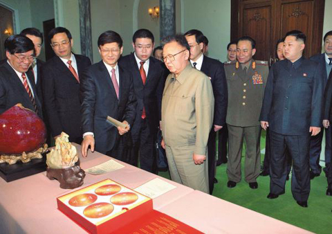 North Korean leader Kim Jong-il looks at presents for his 70th birthday from Chinese Minister of Public Security Meng Jianzhu in Pyongyang on Monday. /[North] Korean Central News Agency