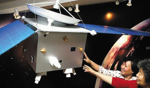 A life-size model of the Yinghuo 1, Chinas first Mars exploration space probe /Xinhua