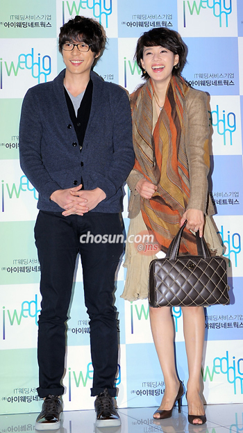 Seo Ji-suk (left) and Oh Hyun-kyung