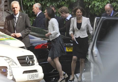 fiancee Kate Middleton leaves Westminster Abbey with her mother ...