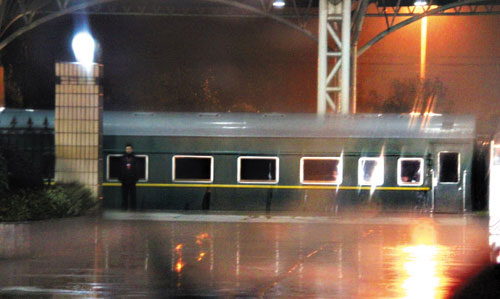 The special armored train carrying North Korean leader Kim Jong-il stops at Yangzhou Station on Sunday. /Yonhap