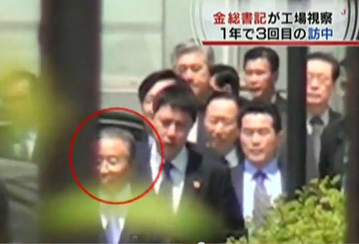 Chinese and North Korean officials accompanying North Korean leader Kim Jong-il enter the Changchun railway station in Jilin, China on Saturday. The man in the circle is Chinese State Councilor Dai Bingguo, and the man on the right of the last row is Kims brother-in-law Jang Song-taek. /Asahi TV