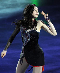 Olympic figure skating champion Kim Yu-na performs at the KCC Switzen 2011 All That Skate Spring ice show at Jamsil Gymnasium in Seoul on May 6. /Newsis