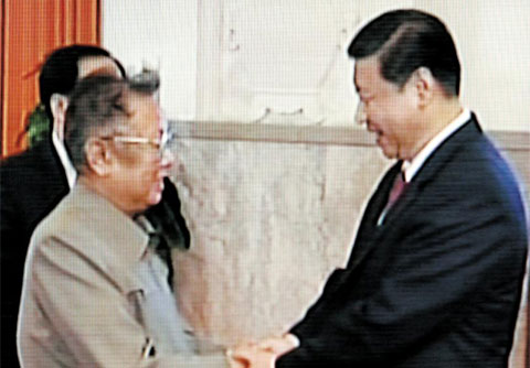 North Korean leader Kim Jong-il shakes hands with Chinese Vice President Xi Jinping in Beijing on Wednesday. /CCTV