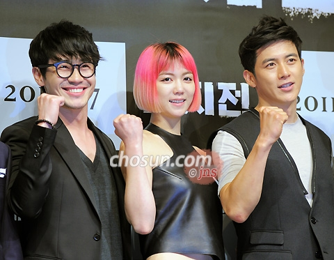 Shin Ha-kyun, Kim Ok-bin and Ko Soo (from left) pose at a press event for their new movie