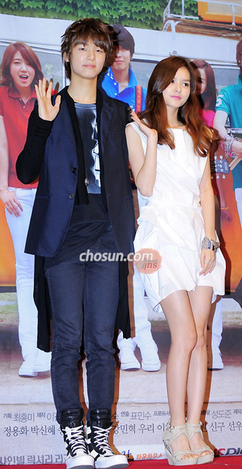 Kang Min-hyuk and Woo Ri