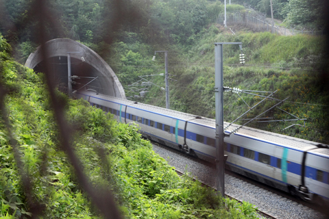 A KTX bullet train enters the Hwanghak Tunnel in Gimcheon, North Gyeongsang Province on Sunday afternoon. /Yonhap