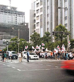 Protesters wave Japanese flags in a demonstration against Korean TV shows near Fuji TV headquarters in Tokyo on Sunday. /Yonhap