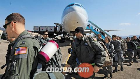 U.S. soldiers get off Korean Air aircraft at the Korean Air Force Airport in Daegu to participate in the Key Resolve/Foal Eagle joint exercises on March 8.