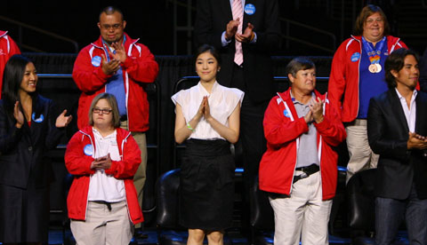 Kim Yu-na (center) attends an event in Los Angeles celebrating the citys successful bid to host the 2015 Special Olympics. /Yonhap