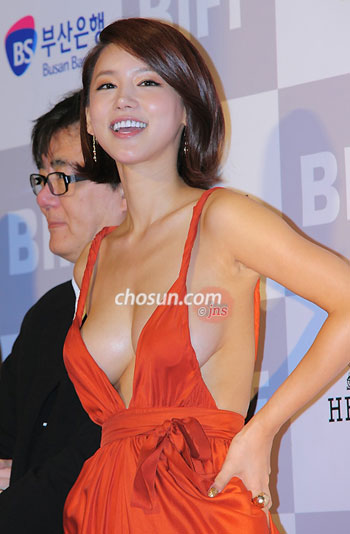 Stars On The Red Carpet At Busan Film Fest The Chosun