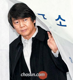 Opposition courts Ahn Cheol-soo endorsement as election approaches