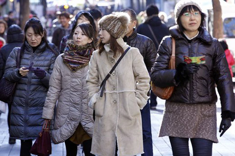 Foreigners visit Myeong-dong, Seoul on Nov. 20. /Yonhap