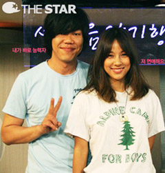Lee Hyo-ri (right) and Lee Sang-soon