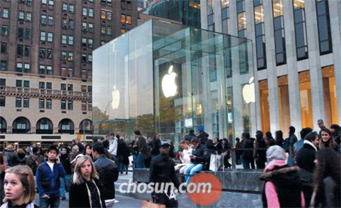 People wait to enter the newest Apple store in Grand Central Station in New York City on Friday.