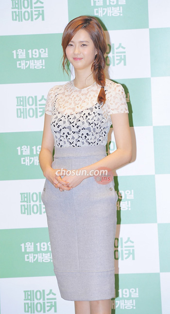 "Go A-ra poses at a press event for her new film ""Pacemaker"" in Seoul on Tuesday."