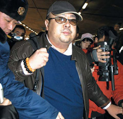Former North Korean leader Kim Jong-ils eldest son Kim Jong-nam is bombarded with questions from reporters at an airport in Beijing in February 2007 (file photo). /Kyoto-Yonhap